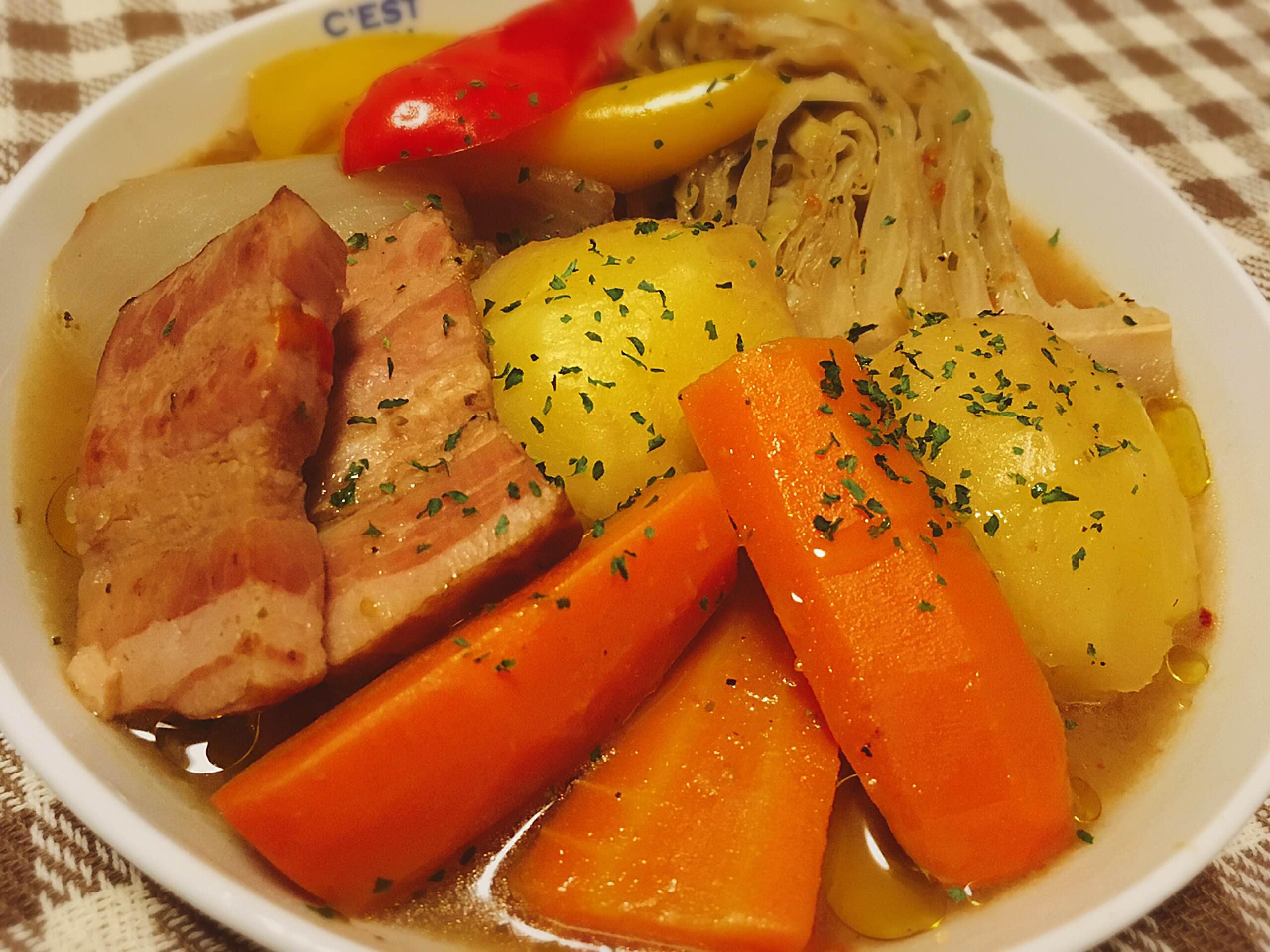 ゴロゴロお野菜と ハーブのポトフ