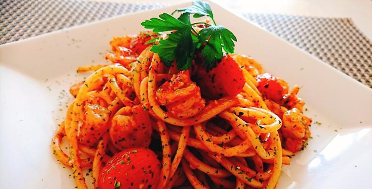ブルスケッタで作るエビとトマトのパスタ