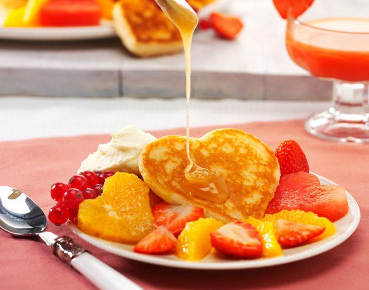 ハートのフルーツパンケーキ