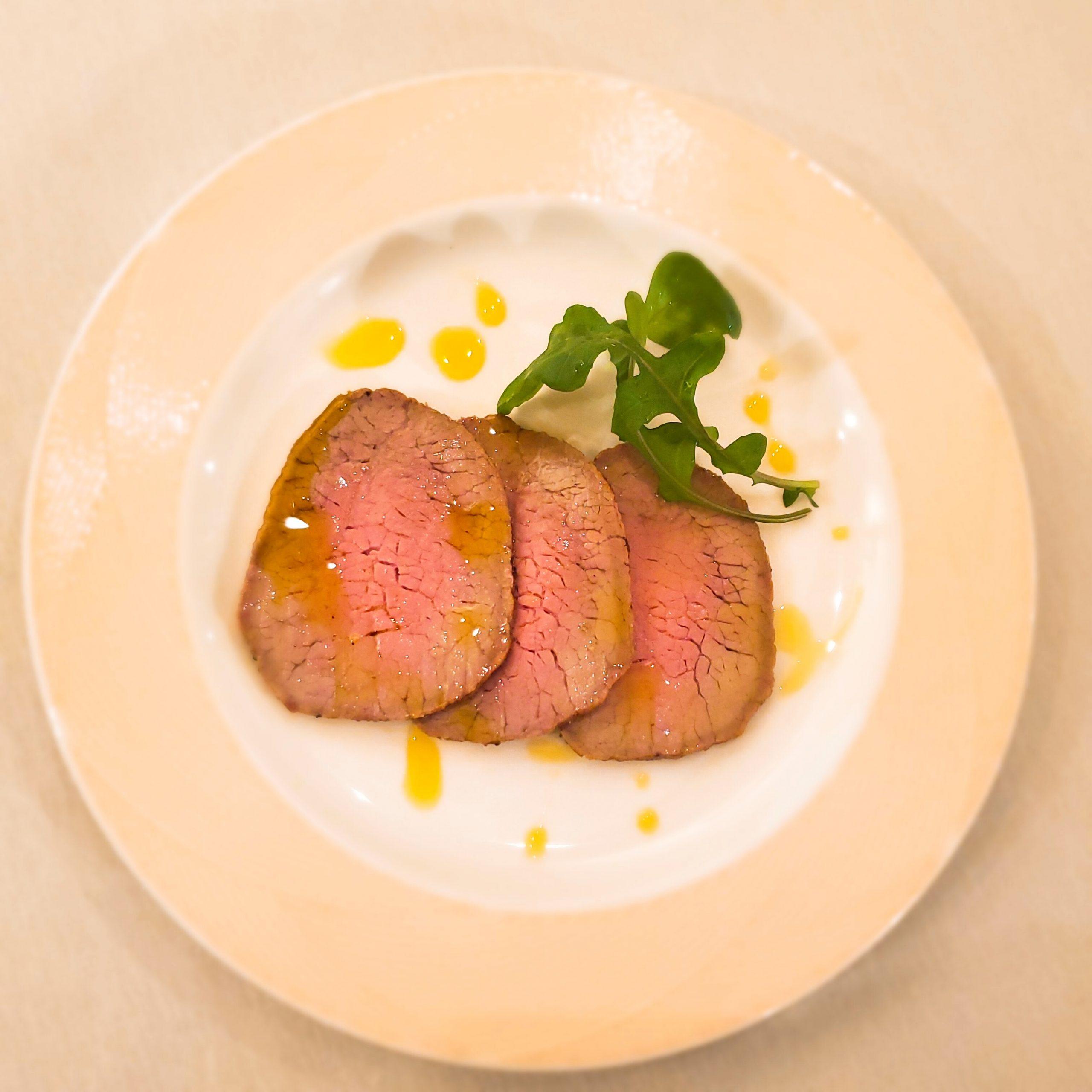 オリーブオイルで食べるローストビーフ