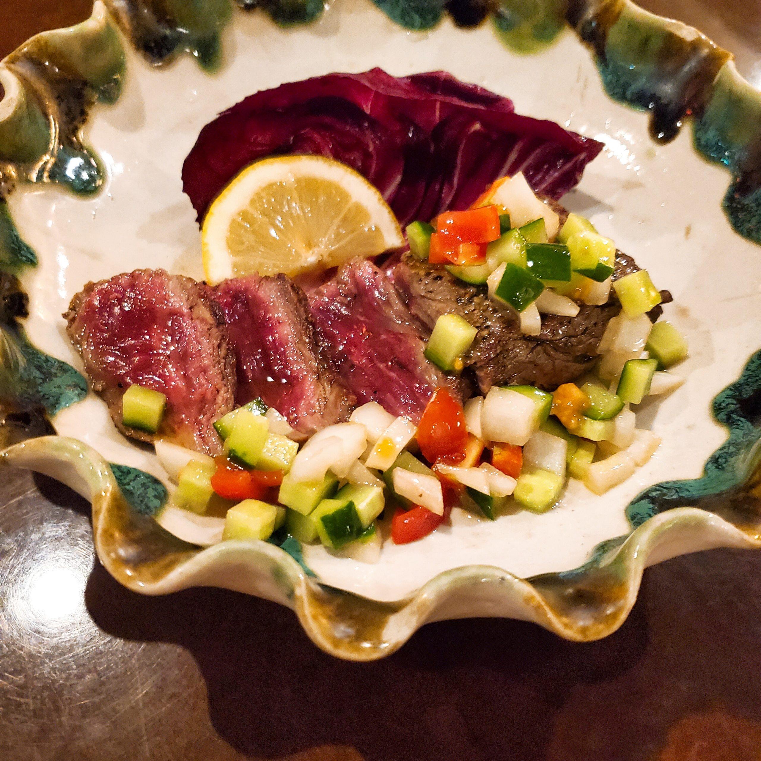 牛ステーキと野菜のオリーブオイルカクテル添え