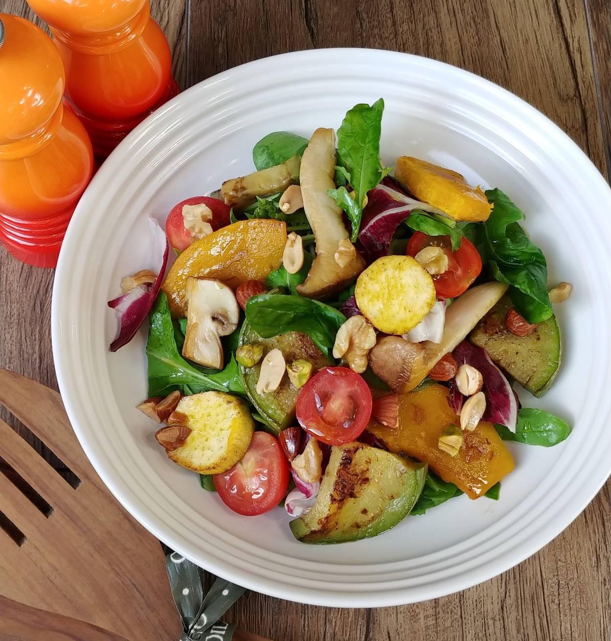秋の焼き野菜と木の実のオイルサラダ