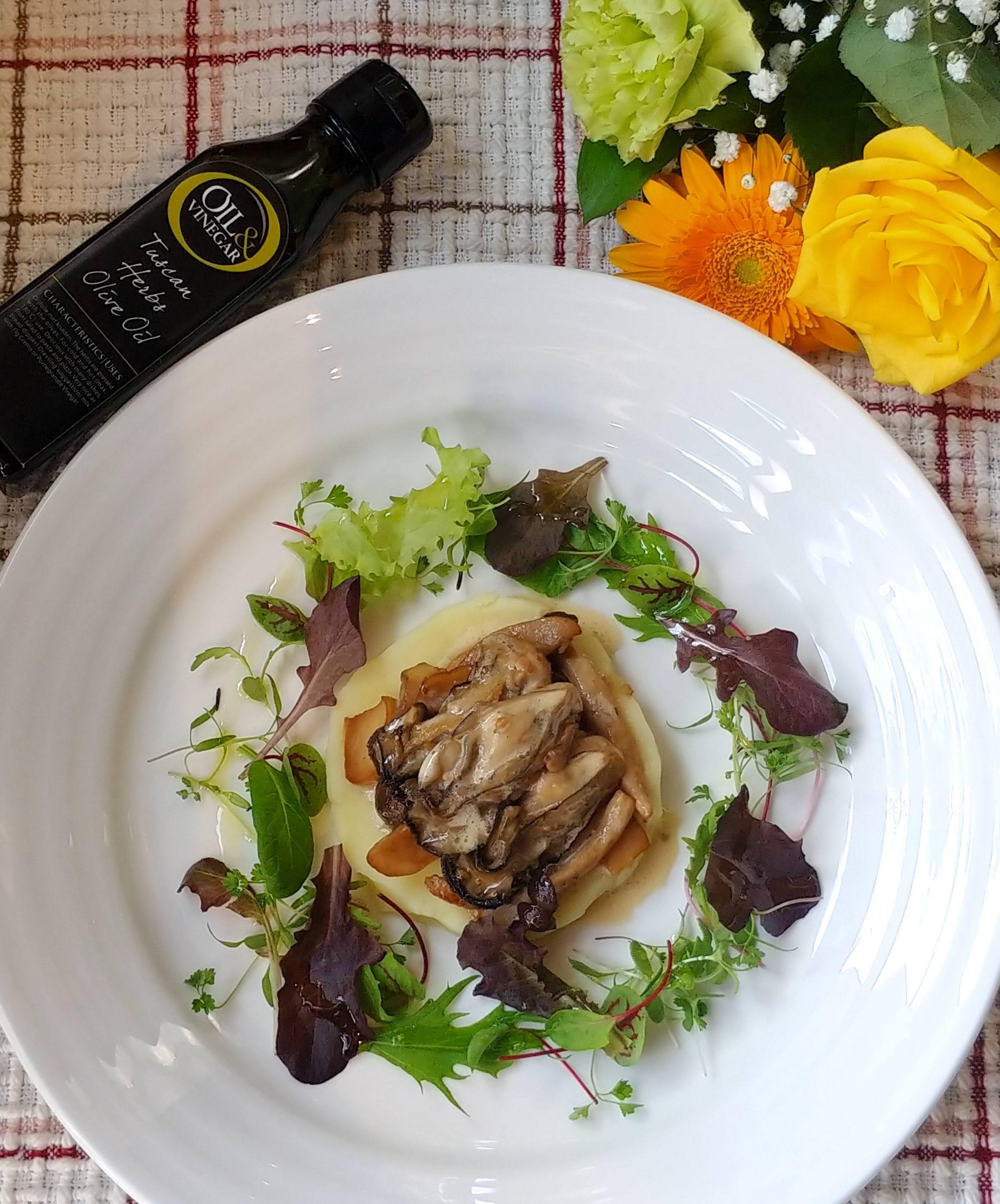 牡蠣とキノコのソテー ハーブ香るマッシュポテト添え